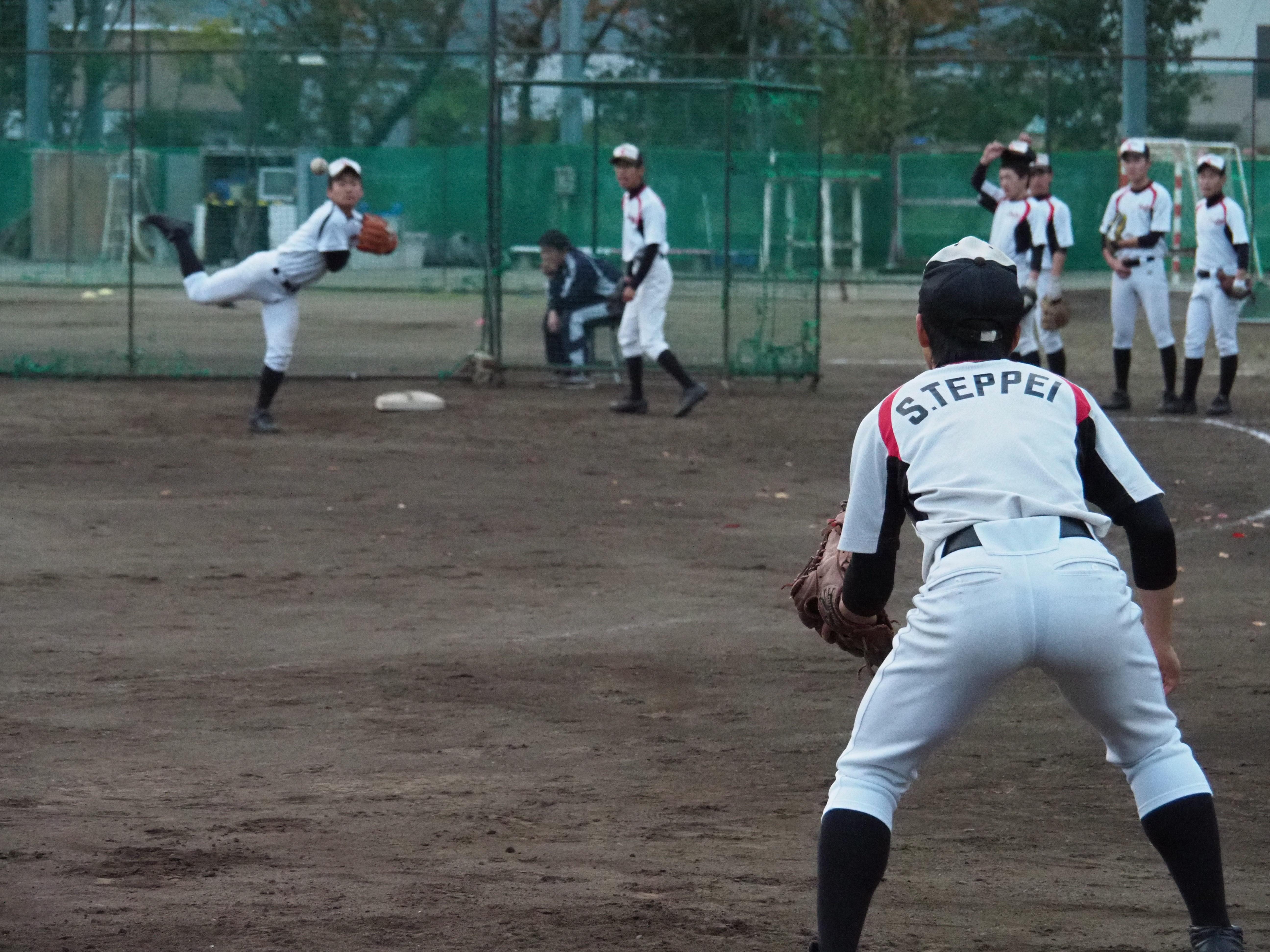 【府中西 野球部】ボール回しを徹底練習。10周1分を切れ!