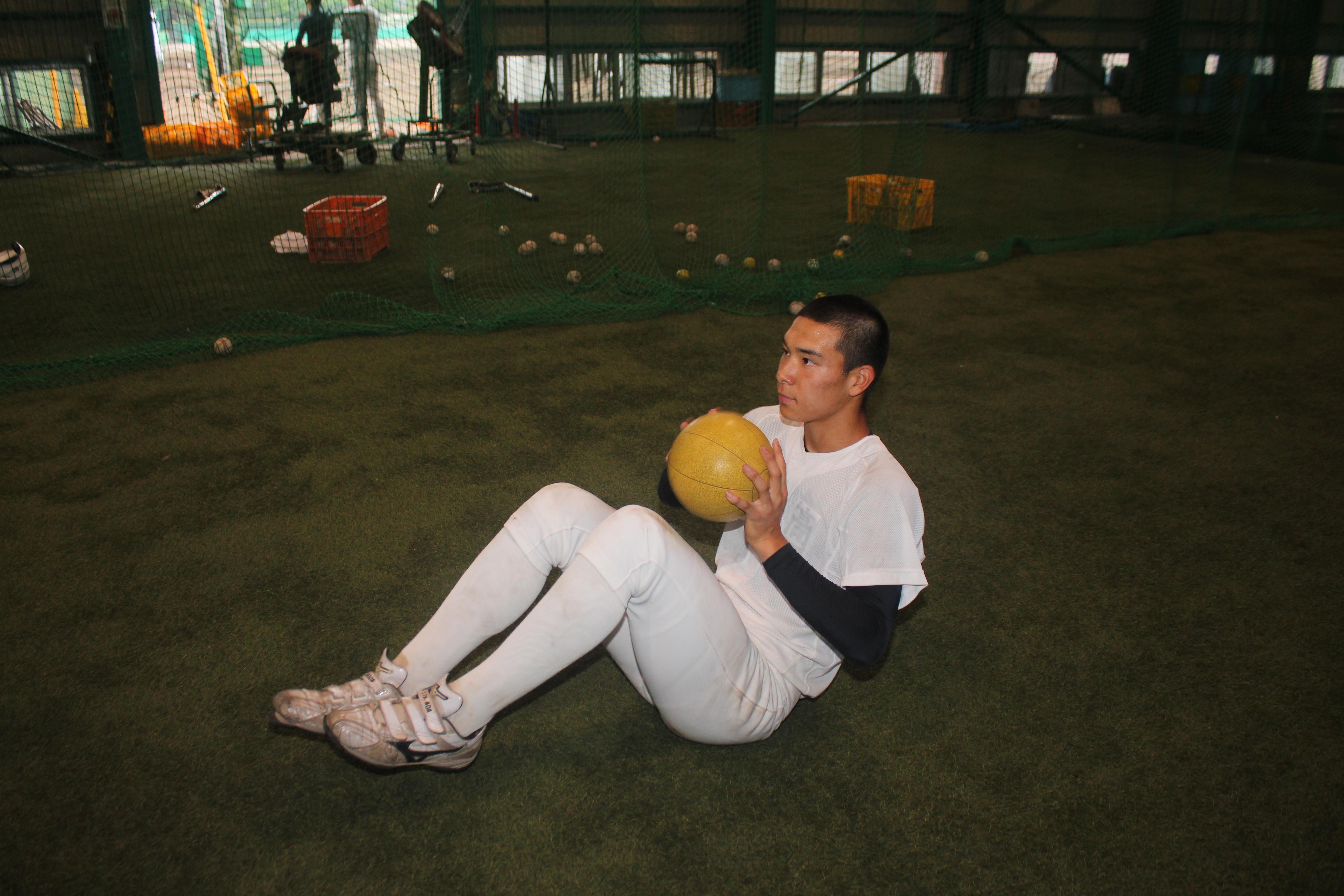 【静岡商 野球部】メディシンボールで体幹を強化!